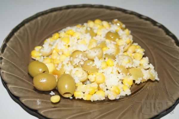готовый салат с кукурузой и кускусом