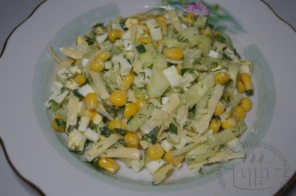 готовый салат с кукурузой и сыром