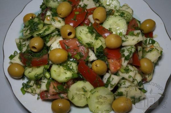 готовый салат с яблоком