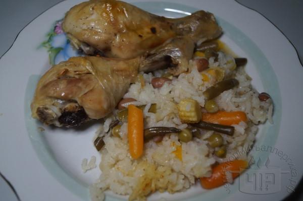 готовая курица с рисом и овощами