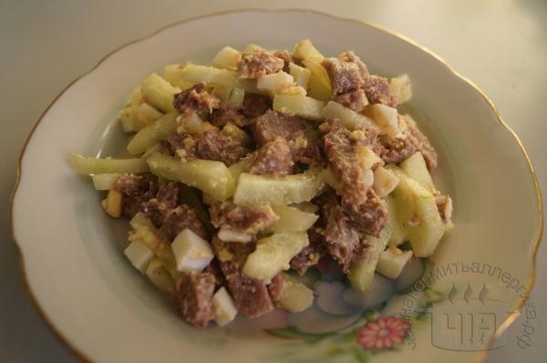 готовый салат с языком
