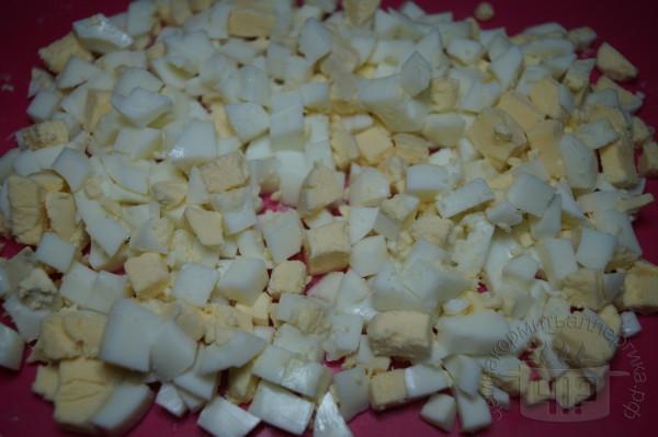 варенные порезанные яйца