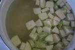кабачок и картошка варятся
