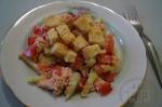 готовый салат с сухарями