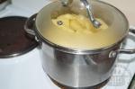 варится картофель на плите