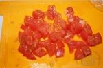 нарезаем томаты на кусочки
