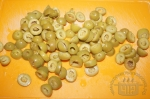 резанные колечками оливки