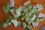 порезанные в кубик кабачки