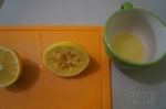 выдавливаем сок из лимона
