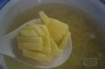 добавляем в суп картофель