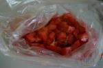 убираем томаты в пакеты