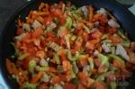 добавляем немного томатов