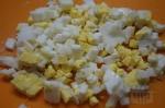порезанные меленько яйца