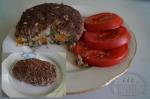 Мясной рулет с начинкой из капусты и моркови