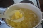 картофель отвариваем