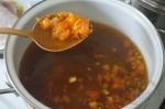 добавление овощей в суп