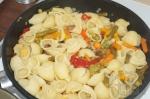 макароны добавлены к овощам