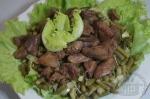 Теплый салат с печенью и фасолью