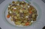 добавление горошка в салат
