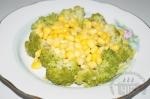 добавление кукурузы в салат с брокколи