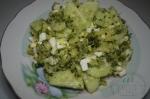 Салат с яйцами и брокколи
