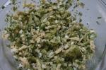 смешивание салата с яблоком и брокколи