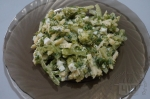 готовый салат с яблоком и брокколи