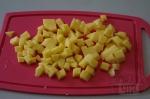 картофель кубиками режем