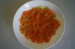 остывает лук с морковью