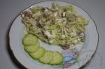 готовый салат с языком и капустой