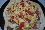 добавление сыра и томатов