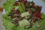 Салат с говяжим языком и помидором