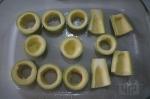 раскладывание кабачков на форме