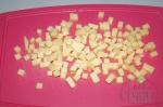 сыр порезан кубиками
