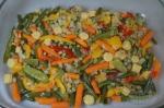 овощи карибской смеси равномерным слоем