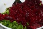 добавление тертой свеклы в салат