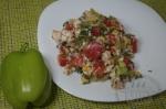 готовый салат с кукурузой и курицей