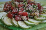 готовый салат с кускусом и запеченной индейкой