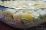 слои отбивных и овощей в форме