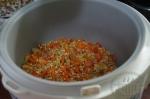 добавление помидора и перца