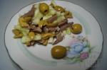 готовый салат с оливками и языком