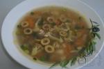 готовый суп с чечевицей и оливками